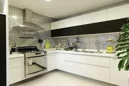 Cozinhas modernas por Carlos Otávio Arquitetura e Interiores