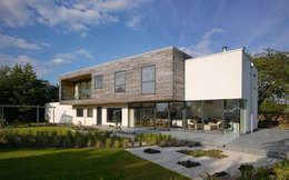 Casas de estilo moderno por Platform 5 Architects LLP