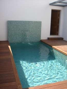 minimalistisch Zwembad door Benjumea Arquitectos