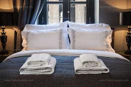 f12 Photography – Balkon Residences: klasik tarz tarz Yatak Odası
