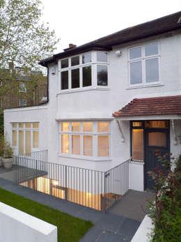 Maisons de style de style eclectique par Sophie Nguyen Architects Ltd