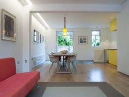 Salon de style de style Moderne par Sophie Nguyen Architects Ltd