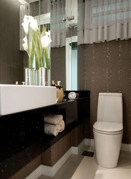 Descanso na cidade: Banheiros modernos por ArchDesign STUDIO