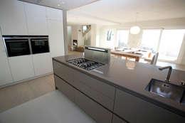 Cocinas de estilo moderno por marco.sbalchiero/interior.design