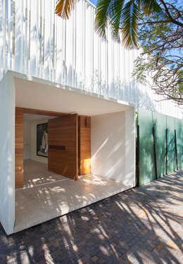 Casas de estilo moderno por Gisele Taranto Arquitetura
