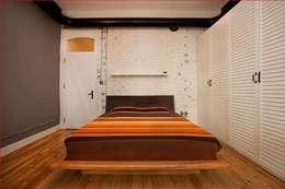 Projekty,  Sypialnia zaprojektowane przez DICLE HOKENEK ARCHITECTURE