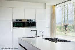 keuken werkplek: moderne Keuken door Ton Altena Architect