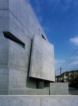 eclectic Houses by 筒井紀博空間工房/KIHAKU tsutsui TOPOS studio