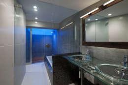 eclectic Bathroom by 筒井紀博空間工房/KIHAKU tsutsui TOPOS studio