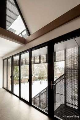 ITC Annex - kitchen view:  Ramen door Mirck Architecture