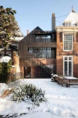ITC Annex - garden facade: moderne Huizen door Mirck Architecture