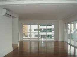 Salones de estilo clásico de Brunete Fraccaroli Arquitetura e Interiores