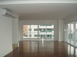 Salas / recibidores de estilo clásico por Brunete Fraccaroli Arquitetura e Interiores