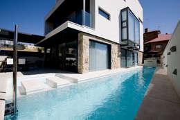 minimalistic Pool by IPUNTO INTERIORISMO