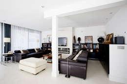 Salas de estilo moderno por IPUNTO INTERIORISMO