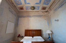 Officina29_ARCHITETTI: modern tarz Yatak Odası