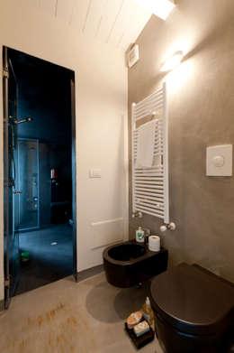 Banheiros modernos por Officina29_ARCHITETTI
