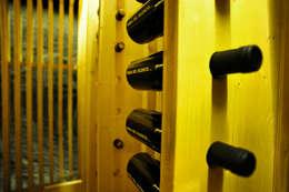 Bodegas de vino de estilo moderno por BONBA studio
