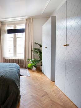 Stadsvilla Den Haag: moderne Slaapkamer door IJzersterk interieurontwerp