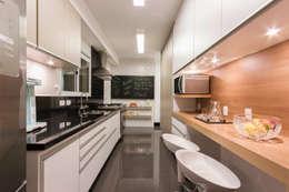Cocinas de estilo moderno por Luni Arquitetura