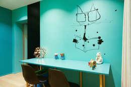 Un appartement très couture: Maisons de style de style Moderne par Agence d'architecture intérieure Laurence Faure
