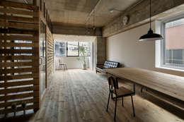 元浅草の住居: 蘆田暢人建築設計事務所 Ashida Architect & Associatesが手掛けたリビングです。