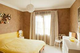 Boulouris chambre jaune: Chambre de style de style Minimaliste par B.Inside