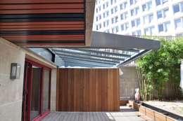 Terras door LA TRAVERSE architecture