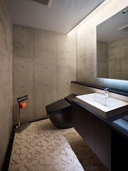 modern Bathroom by Atelier HARETOKE Co., Ltd.