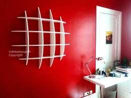 Bibliothèque Retento Ronde pm: Salon de style de style Moderne par MITHKA DESIGN