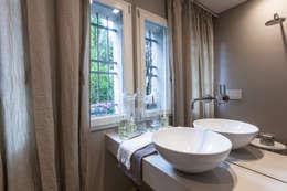 classic Bathroom by Lucia Bentivogli Architetto