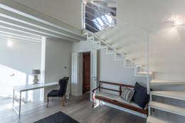 Quattro piani Primi Novecento: Studio in stile in stile Classico di Lucia Bentivogli Architetto