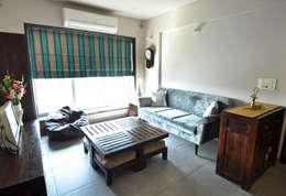 RESIDENCE AT VILE PARLE (E): modern Living room by Dhruva Samal & Associates