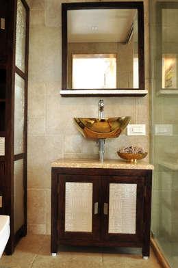RESIDENCE AT VILE PARLE (E): modern Bathroom by Dhruva Samal & Associates