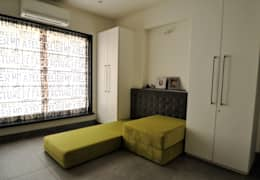 RESIDENCE AT VILE PARLE (E): modern Bedroom by Dhruva Samal & Associates