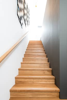 modern Corridor, hallway & stairs by Jenohr + Mezger