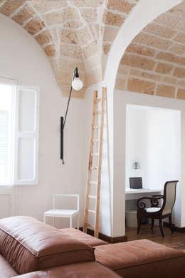 Casa Lecce: Studio in stile in stile Moderno di Tiid Studio