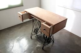 dressing table: The QUAD woodworks 의  침실
