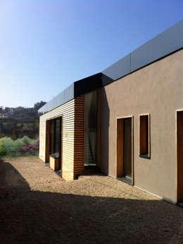 Maison Mme&Mr C: Maisons de style de style Moderne par Bc