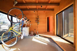 Garage/Rimessa in stile in stile Minimalista di 長井建築設計室