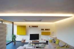 Salas de estilo moderno por Bolz Planungen für Licht und Raum