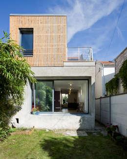 Pavillon cherche lumière: Maisons de style de style Moderne par anne rolland architecte