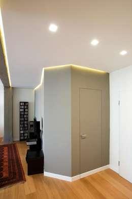 Corridor & hallway by Archifacturing