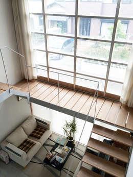 羽鳥の家 House in Hatori : 一級建築士事務所 本間義章建築設計事務所が手掛けた玄関・廊下・階段です。
