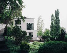Gartenansicht der Erweiterung: moderne Häuser von Lando Rossmaier Architekten AG