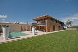 Grossmann Architekten: modern tarz Bahçe