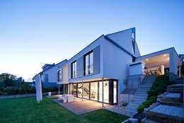 Casas de estilo moderno por STIEBEL ELTRON GmbH & Co. KG