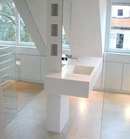 Waschtisch: moderne Badezimmer von Architekturbüro Wörner