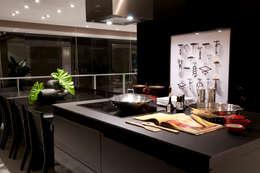 Projekty,  Kuchnia zaprojektowane przez Consuelo Jorge Arquitetos