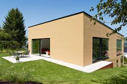 Casas de estilo minimalista por archifaktur